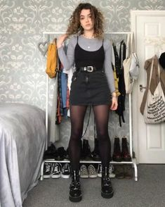 45 Avant-Garde Clothing Styles Suitable For University Girls In Autumn Page 26 Grunge Outfits autumn avantgarde clothing girls Page Styles Suitable University Look Fashion, 90s Fashion, Fashion Outfits, Art Hoe Fashion, Punk Outfits, Street Fashion, Fashion Online, Winter Fashion, Retro Outfits