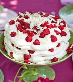 Meringue Pavlova, Austrian Recipes, Austrian Food, Cake Recipes, Dessert Recipes, Low Calorie Desserts, Cake & Co, Yummy Chicken Recipes, Angel Food Cake
