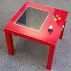 A Raspberry Pi + IKEA arcade table to make yourself The retrogaming table is a wonderful IKEA hack using a Raspberry Pi and the iconic LACK side table. Full instructions mean that you can make y Pi Arcade, Arcade Table, Arcade Bartop, Diy Electronics, Electronics Projects, Gaming Furniture, Ikea Furniture, Classroom Furniture, Furniture Vintage
