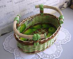 ♥♥♥ Straw Weaving, Paper Weaving, Basket Weaving, Newspaper Basket, Newspaper Crafts, Preschool Crafts, Diy Crafts For Kids, Magazine Crafts, Art N Craft
