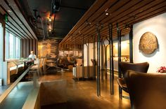 Located in downtown Seattle, the Fonte Coffee Roaster and Wine Bar is Fonte's flagship café and retail store. The space presented a number of initial desig...