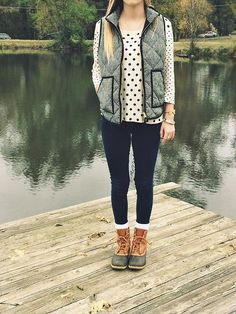 herringbone vest + duck boots = perfect outside outfit Preppy Mode, Preppy Style, Style Me, Vintage Hipster, Looks Style, Looks Cool, Fall Winter Outfits, Autumn Winter Fashion, Preppy Winter