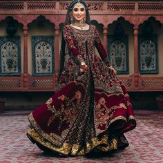 The ultimate guide to shop for bridal lehenga in chandni chowk. From affordable pricing to its unique designs, Chandni Chowk has everything for every bride. wedding dresses bridal lehenga Unique Bridal Lehenga designs that is every Bride's pick in Asian Bridal Dresses, Asian Wedding Dress, Pakistani Wedding Outfits, Indian Bridal Outfits, Indian Bridal Fashion, Pakistani Bridal Dresses, Pakistani Wedding Dresses, Lehenga Wedding Bridal, Best Indian Wedding Dresses