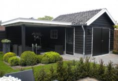 TUIN | idee voor tuinhuis met veranda eraan... Door roos49