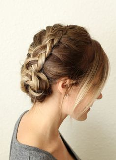 This is so easy. Even I can make it :) - HOW TO STYLE A SIMPLE DUTCH BRAID