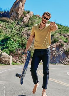 Liam Hemsworth, Hemsworth Brothers, Chris Hemsworth Body, Miley Cyrus, Mode Masculine, Old Man Outfit, Men's Health Magazine, Operation, Z Cam