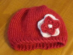 Free simple baby hat pattern knitted to perfection! Knitted hat pattern is perfect for boy or girl!