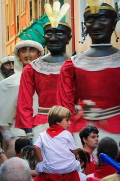 San Fermin Festival in Pamplona. during the Parade of Big Heads Festivals Around The World, Holidays Around The World, San Fermin Pamplona, European Festivals, Running Of The Bulls, Spain Culture, World Festival, Spanish Classroom, Balearic Islands