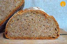 Pan casero 100% integral Hace unas semanas os presentamos una receta de pan integral de trigo con un 70% de harina integral. Hoy, y a petición de algunos d Food N, Food And Drink, Baking Soda Mask, Healthy Desserts, Healthy Recipes, Cooking Bread, Pan Bread, Our Daily Bread, Dessert Bread