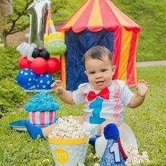 Sesión de foto para el príncipe Reymond en su primer añito @edgreybes @remysq 🎂🎈🎪🎭 #decoración  #decoracionconglobos  #fiesta #1eraño  #original  #detalle #setfotografico #fotografía  #picture #clown  #clowns  #payaso #payasos #circo #circus #amamosloquehacemos #doralzuela  #venezolanosenmiami #globos #balloons
