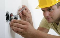 ¿Cómo contratar electricista en Madrid? - http://www.redhv.com/como-contratar-electricista-en-madrid/