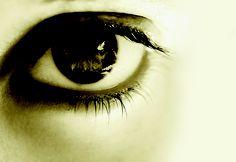 SJ Watson – Voor ik ga slapen  'Zonder de plot van deze thriller te verklappen kan ik wel zeggen dat diepe, oprechte liefde een belangrijke rol speelt in het verhaal. En in de maand februari is deze dwarsligger® ook nog eens voor een heel lief prijsje verkrijgbaar.' – Tamara