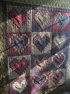 Cute and different heart quilt. Quilting Templates, Quilting Ideas, Quilting Projects, Quilting Designs, Quilt Patterns, Cute Quilts, Baby Quilts, Heart Quilts, Beautiful Hearts