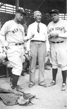 New York Yankees' spring training camp: St. Petersburg, Florida L-R Lou Gehrig, Dick Mayes (fan from Brooksville, FL ) and Babe Ruth. Babe Ruth, Go Yankees, New York Yankees Baseball, Lou Gehrig, Baseball Players, Baseball Cards, Baseball Stuff, Baseball Wall, Cubs Baseball