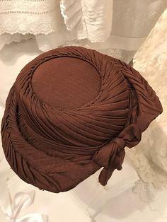 "Brown jersey fabric ""Carson Pirie Scott & Co., Chicago"" hat"
