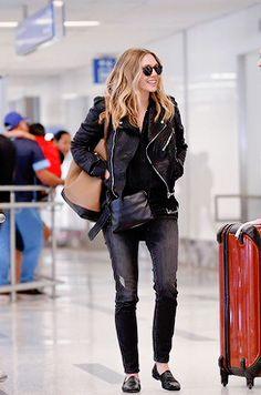 new: elizabeth olsen - los angeles airport