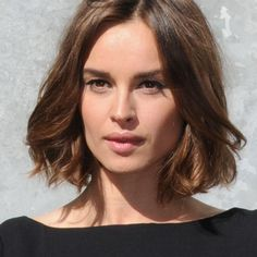 Pretty brunette color with caramel and mahogany tones. (I wish my hair was this thick and healthy! Brunette Hair, Pretty Brunette, Brunette Color, Blunt Bob Brunette, Pretty Hairstyles, Bob Hairstyles, Corte Y Color, Hair Color And Cut, Hair Colour