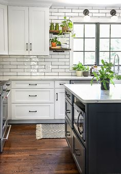 Create a bold and beautiful home with stylish green home decor accents! Country Kitchen Inspiration, Dining Room Inspiration, Home Design, Interior Design Kitchen, Kitchen Ideas, Kitchen Decor, White Laundry Rooms, Cabinets And Countertops, Small House Decorating