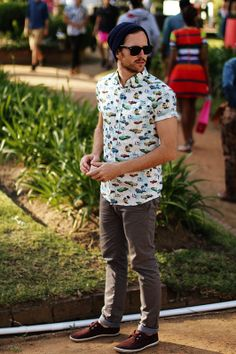 Printed shirts are very much in trend, especially in summer seasons. So, here are some Stylish Printed Shirts Outfit Ideas For Men which you can try and get Look Fashion, 90s Fashion, Trendy Fashion, Fashion Tips, Fashion Trends, Hipster Fashion Guys, Fashion Check, Fashion 2014, Cheap Fashion
