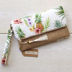 Bridesmaid Clutches, Bridesmaid Gifts, Handmade Fabric Bags, Pineapple Pattern, Disney Diy, Small Bags, Bag Making, Clutch Bag, Burlap