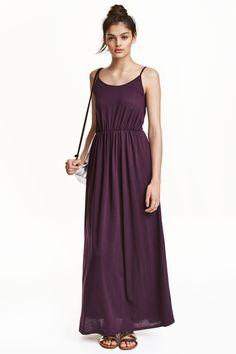 Vestido largo: Vestido largo y sin mangas en punto. Tirantes finos y cintura elástica entallada. Sin forrar.