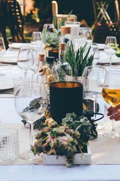 Annies garden wedding decor / succulents / Dinosaur / Decor Idear / Hochzeitsdeko / Sukulenten / Dinosaurier / Ikea / Wedding cake All Pictures: http://todayis.de/annies-hochzeitsdeko/