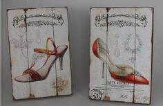 Pareja de tablas de madera con ilustraciones de zapatos de mujer.  Dimensiones: 30x45x4 cm  www.tatamba.com