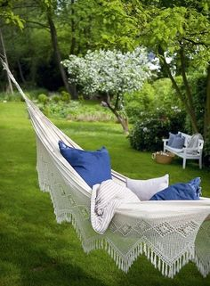 Such a beautiful hammock! This makes me think of Anne of green gables