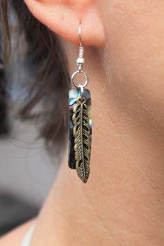 #Bijou boucles d'oreille, plumes en cuivre et rectangle en #coquillage paua de Nouvelle-Zélande