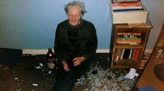 El inglés Richard Billingham, de 46 años, está considerado uno de los mejores fotógrafos de la actualidad. Sin embargo, debe su fama a la tragedia familiar que vivió cuando era joven por el alcoholismo de su padre, Ray, que él mismo decidió retratar. Esas imágenes, que ves en esta galería, las recogió en 1996 en el libro 'Ray's a laugh'. (Foto de Richard Billingham).