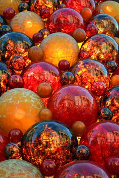Like a fireball or marble filled with lava that just. Art Of Glass, Glass Marbles, Glass Paperweights, World Of Color, Art Furniture, Glass Ball, Crystal Ball, Colored Glass, Stained Glass