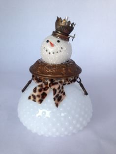 Christmas DIY : Assemblage Art/Found art snowman made from vintage finds Klipp - Ask Christmas - Home of Christmas Inspiration & Deals Christmas Snowman, Rustic Christmas, Winter Christmas, Vintage Christmas, Christmas Ornaments, Whimsical Christmas, Snowman Crafts, Christmas Projects, Holiday Crafts