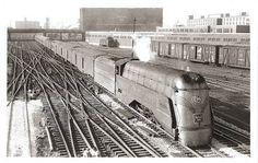 CHICAGO - TRAIN - BURLINGTON - STREAMLINED STEAM ENGINE 4000 THE BLACK HAWK…