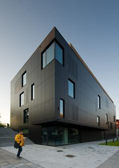Rödl & Partner Office Building / Medusa Group