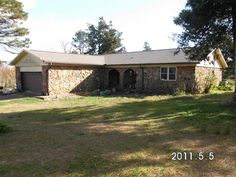 This great ranch-style home is in the middle of everything. Half way between Batesville, Greers Ferry Lake and Mountain View this is the perfect must-see for someone who wants access to the great outdoors without giving up life's luxuries in Locust Grove AR