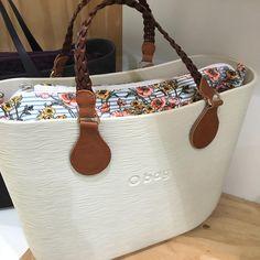 17 отметок «Нравится», 1 комментариев — Gioielleria Puccinelli (@gioielleria_puccinelli) в Instagram: «#obagstore #obagcecina #obagmania #obag #bag #bags #avorio #wavy» O Bag, Fashion Bags, Womens Fashion, Longchamp, Louis Vuitton, Handbags, Purses, Gifts, Accessories