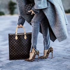 This girl is styling. I love it!!:):)