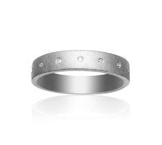 Cosmos sølv ring fra den danske smykkedesigner Anette Wille. Minimalistisk design med flot matteret sterling sølv og ikke mindre end 15 (!!!) diamanter <3   En guddommelig smuk ring, der vil smelte enhver piges hjerte! #anettewille #smykker #cosmos