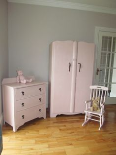 Vintage bedroom furniture painted in Annie Sloan Antoinette! Perfect for a little girl's room :-)