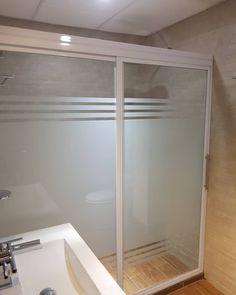 Cancel de Baño de Cristal y Aluminio CRISTARK+ Soluciones Arq Frosted Shower Doors, Clinic Interior Design, Mexico House, Window Film, Future House, Batcave, Bathroom, Sacramento, Sony
