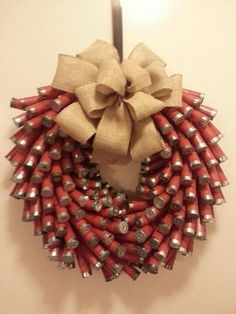 absolutely the BEST looking shotgun shell wreath I've seen! 14 inch wreath with 200 shotgun shells. Shotgun Shell Art, Shotgun Shell Wreath, Shotgun Shell Crafts, Shotgun Shells, Ammo Crafts, Hunting Crafts, Bullet Crafts, Diy Crafts, Holiday Fun