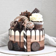 Delicious and Beautiful Desserts Recipes and Images for This Summer Part dessert recipes; desserts near me; Cake Decorating Designs, Cake Designs, Fun Desserts, Delicious Desserts, Yummy Food, Baking Desserts, Yummy Yummy, Cake Recipes, Dessert Recipes