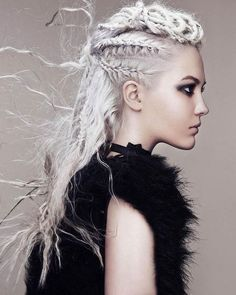 If you like crazy hairstyles, you should try the trend of braided punk hair. Braided hairstyles have become very popular in recent years! The hair trend of the. Box Braids Hairstyles, Wedding Hairstyles, Crazy Hairstyles, Viking Hairstyles, Fantasy Hairstyles, Indian Hairstyles, Punk Braids, Viking Braids, Temporary Hair Color