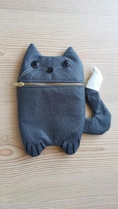 Kids Purse, Cat Purse, Cat Bag, Handmade Notebook, Handmade Books, Sewing Crafts, Sewing Projects, Denim Crafts, Leather Books