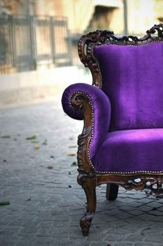 Heartfire At Home - Connecting Heart, Home and LIFE!: Ohhhhhh YEAH! Now That's A Fab Purple Chair!