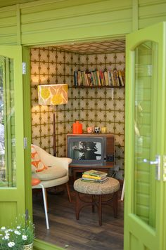 Retro Potting Shed by wavy2davy, via Flickr