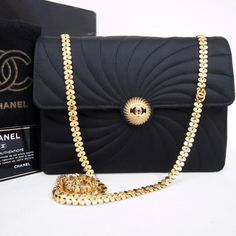 59 Best Vintage Chanel images  e5380e2b2efac