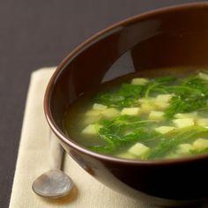 Soep van aardappels en rucola
