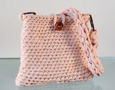 Crochet XXL  Bolso pequeño de trapillo rosa salmón único by Gnolo