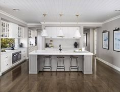 9 Must-Have Inclusions for your Hamptons Kitchen - hamptons style kitchen metricon bayville display home - Living Room Kitchen, Apartment Kitchen, Kitchen Interior, New Kitchen, Kitchen Things, Kitchen Ideas, Kitchen Paint, Living Rooms, Die Hamptons